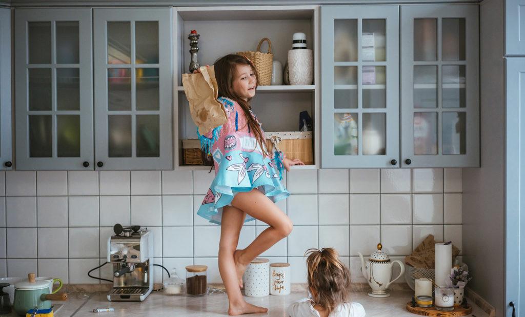 Cocinas pequeñas pueden ser muy acogedoras